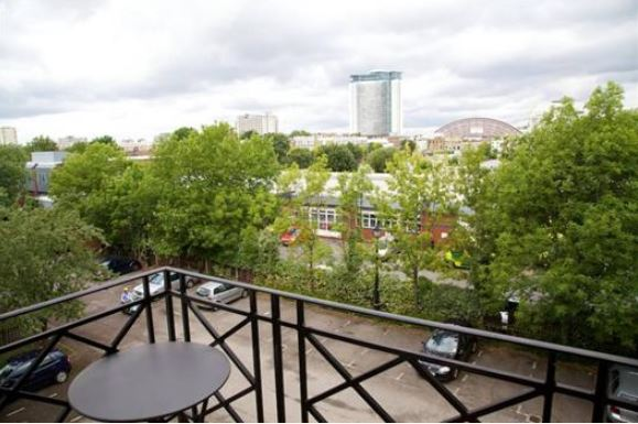 Fulham/Chelsea 2 Bedroom 2 Bathroom with Balcony